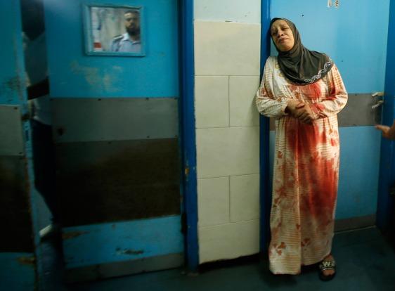 gaza-woman-blood